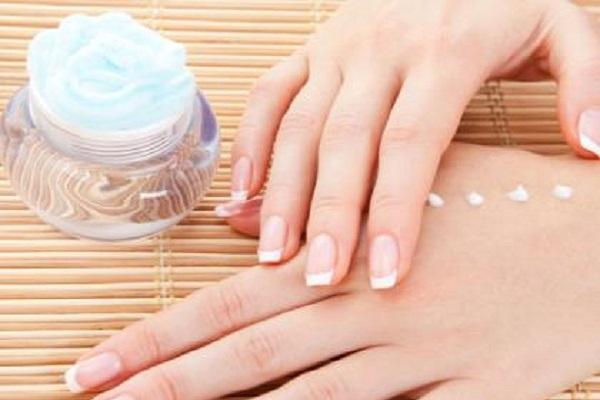 Kako do jačih noktiju – bazni lakovi za nokte